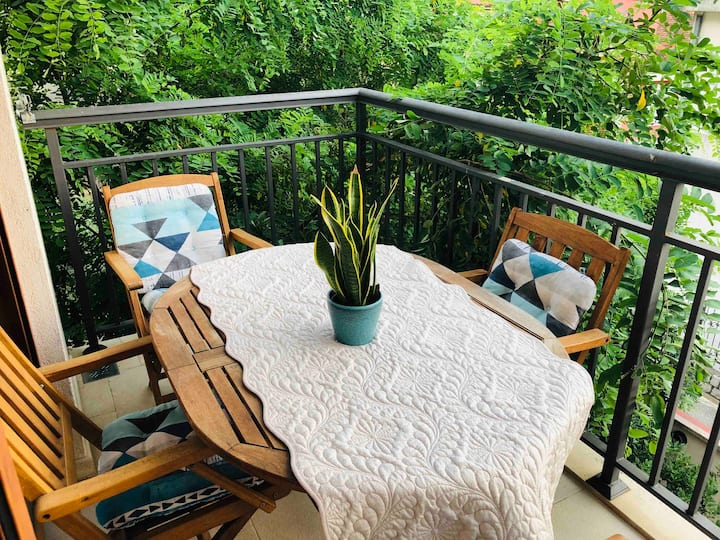 Apartment with terrace, 10 meters from the beach