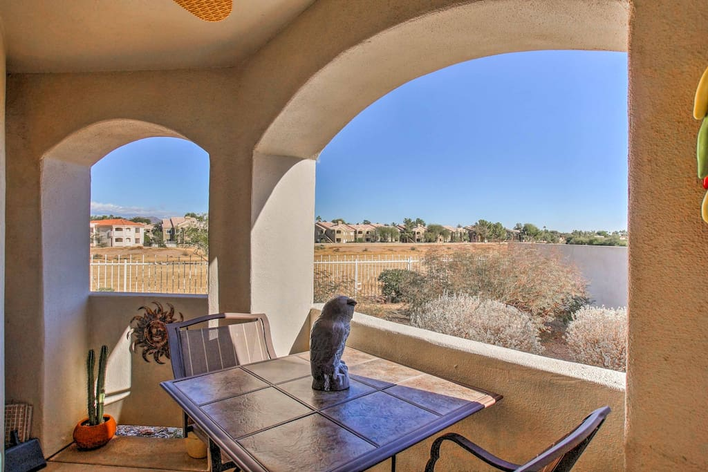 This condo boats amazing views of the desert and a private outdoor patio.