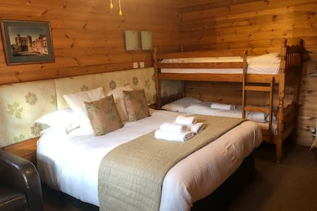 Large Family Bunk Room Sleeps 4 with Sitting Area