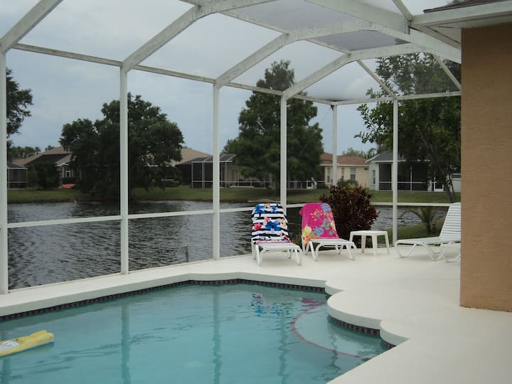 Gulf Coast Large 4 bedroom lakeside villa