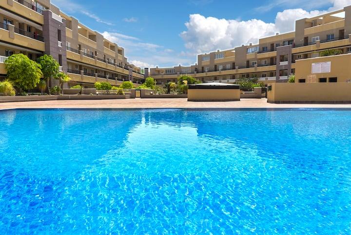 La Perla Beach Apartment with Pool (Ocean View)