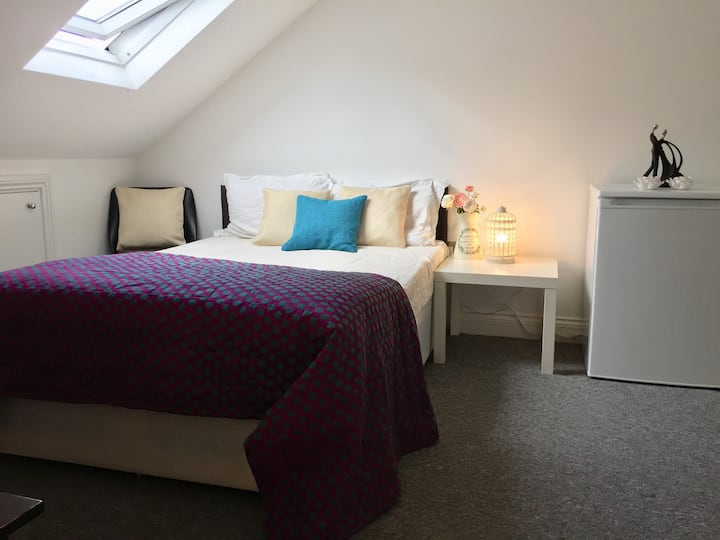 Beautiful ensuite room opposite Twickenham stadium