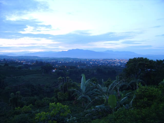 COSTA RICA--SARCHI, BEAUTIFUL VIEWS