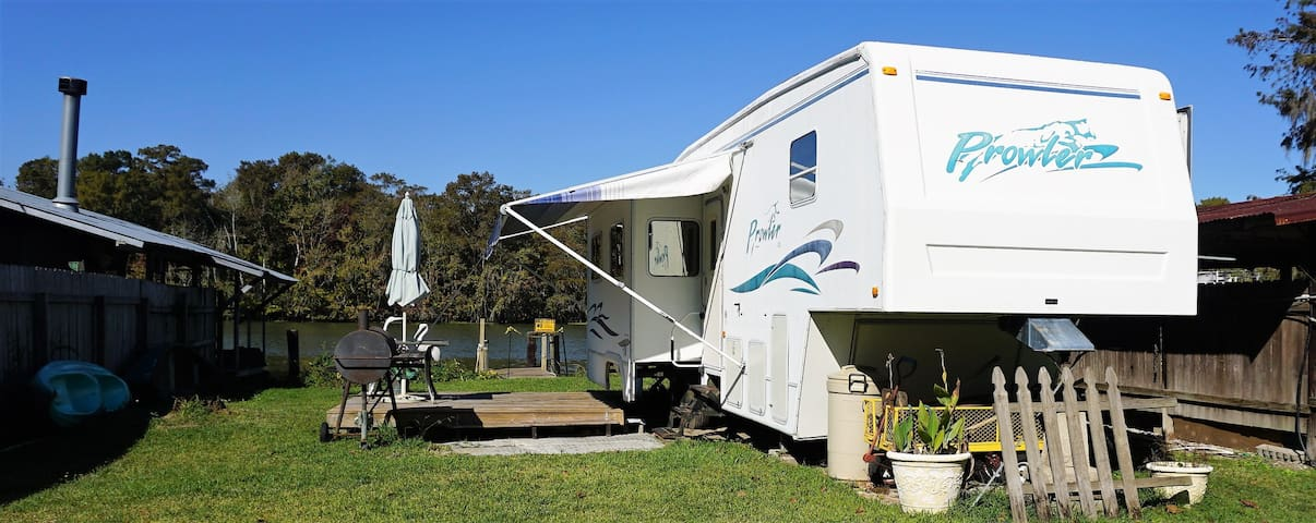 Bayou-side Camper - Morgan City