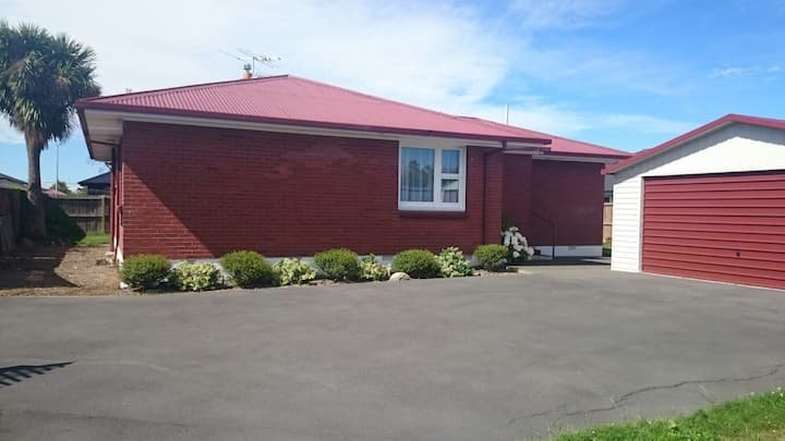 Warm friendly home with easy access from airport