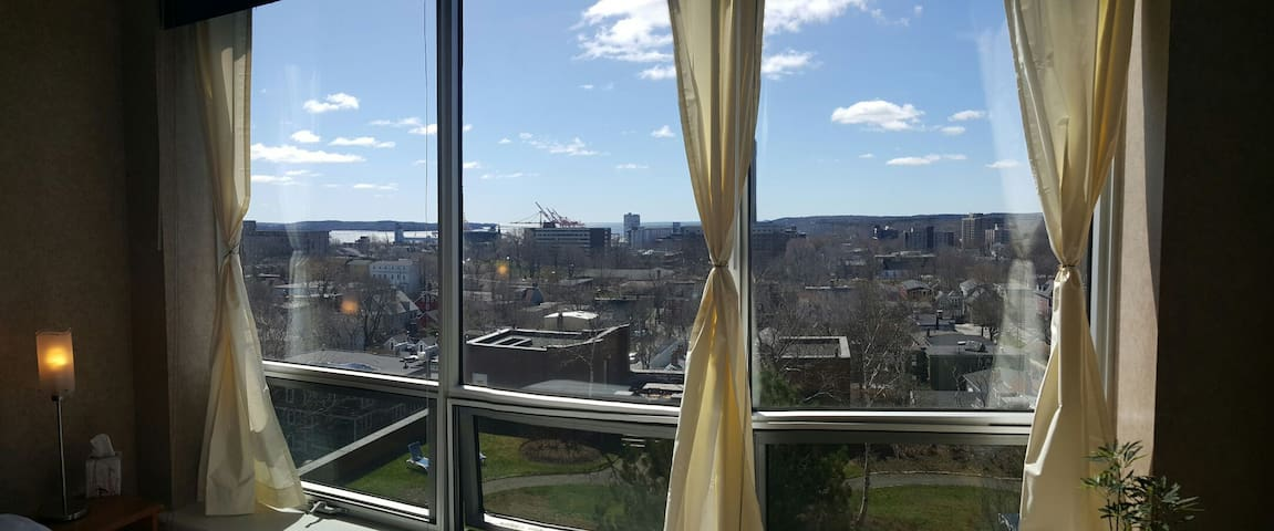 Private Room + Ensuite Bathroom in DT Halifax - Halifax - Apartment