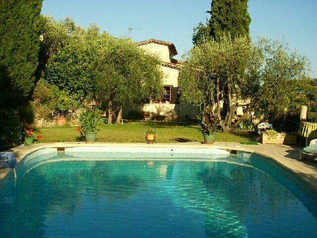 Villa provençale avec jardin et piscine  au calme - Spéracèdes - Casa