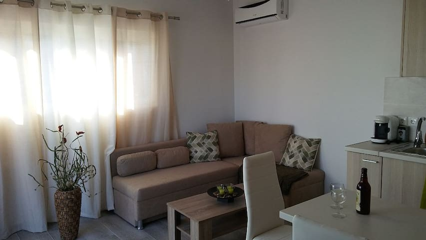 Nianthy Apartment 1st Floor 2 (1 Bedroom)