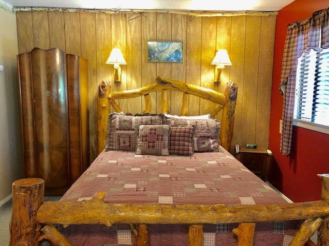 Whispering Pines - Eagle's Nest Rustic Cabin