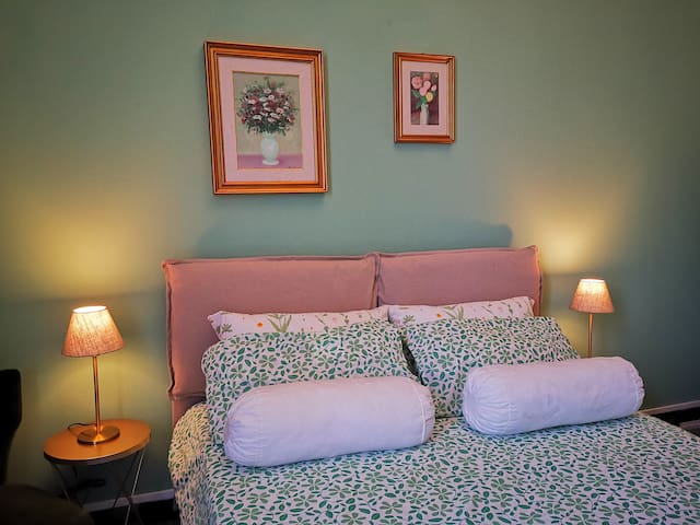 Indelli holiday rooms-The Green