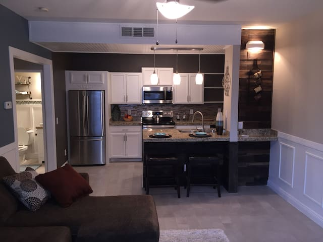 New listing 1bd condo 4mi to strip - Las Vegas - Condominium