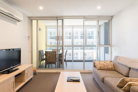 Unwind & Relax - 2 Bedroom Apartment With Parking!