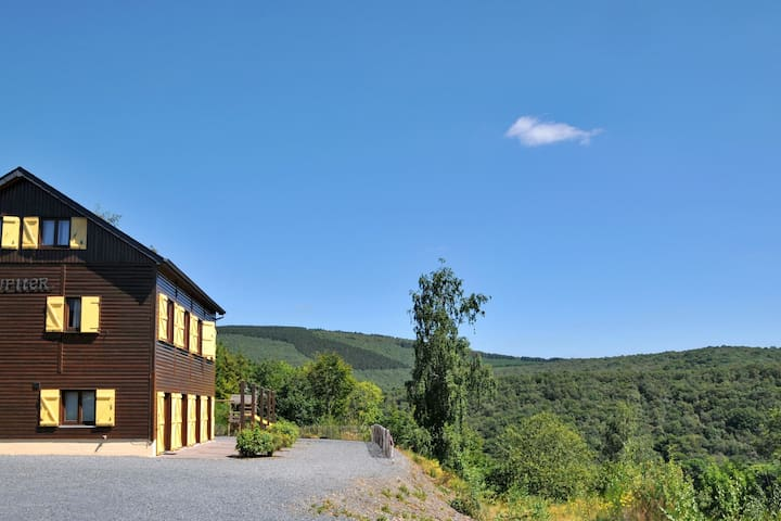Holiday home with a panoramic view of the Ourthe, on a quietly located property
