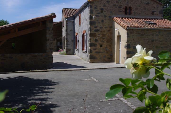 Gîte en pleine nature proche du Puy du Fou.