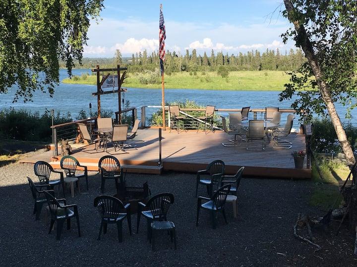 Beautiful Kenai River Cabin