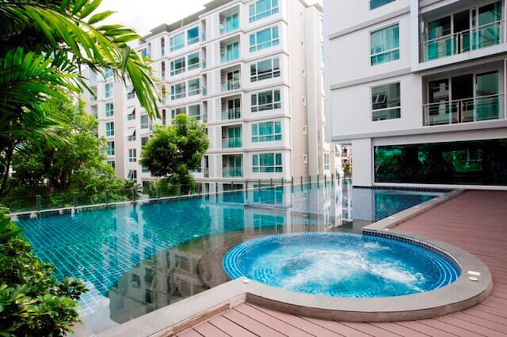 G2015 Studio M28 Sukhumvit close BTS wifi pool GYM - พระโขนง - Daire