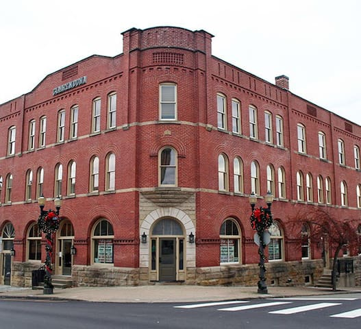 The grand hotel on National road - Saint Clairsville