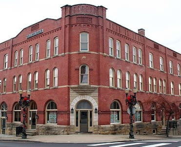 The grand hotel on National road - Saint Clairsville - Apartment