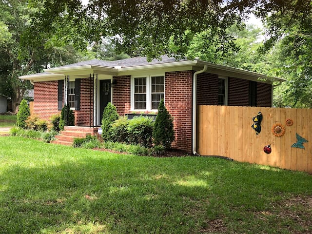 Home-SUITE-Home in extremely convenient location!
