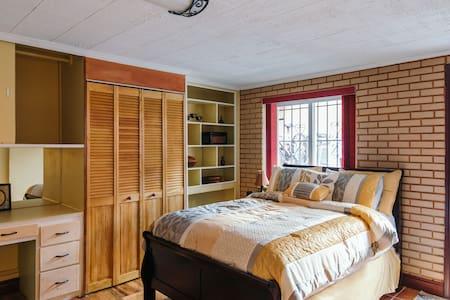 The Mahogany Suite(Private Studio Apartment)