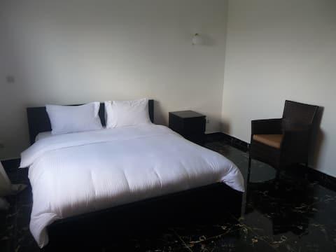 Amplio apartamento, dormitorio y salón