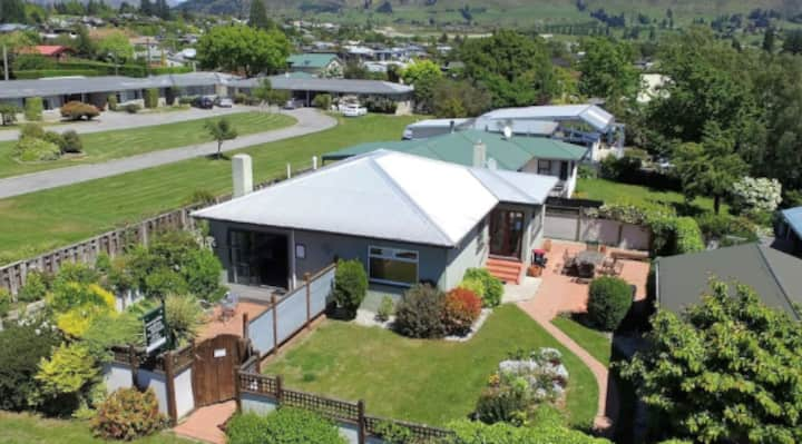 Helwick St. house Central Wanaka. Very private.