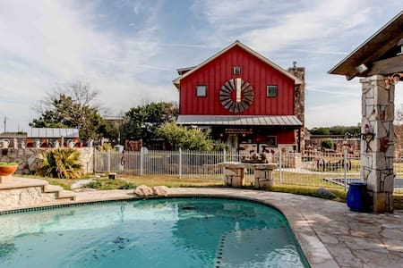 Austin Hill Country Bunkhouse
