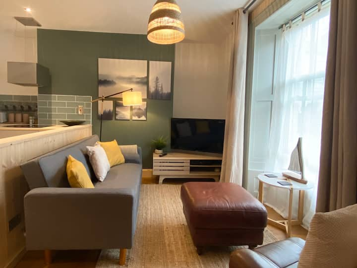Town centre apartment - Seconds from the Harbour!