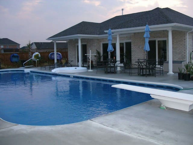 POOL, Pool House, Hot Hub, Grill 2 bedroom