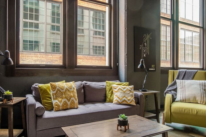 Bright + Airy 2BR near Downtown