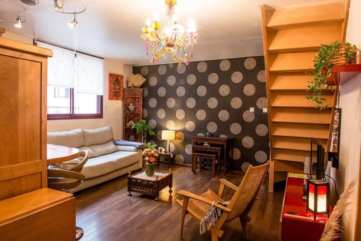 Bel appartement avec terrasse en bois