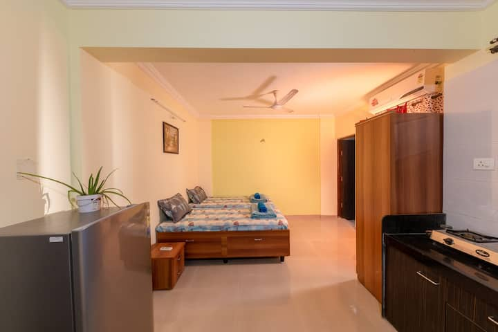 Work/chill Ac studio with Wifi near Koregaon Park