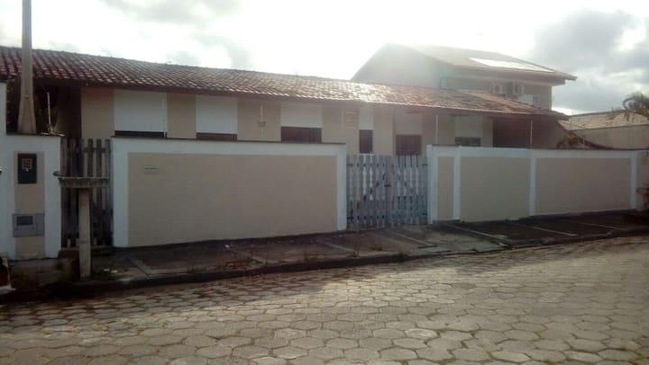 Casa de praia em Peruibe ha 100m da praia!