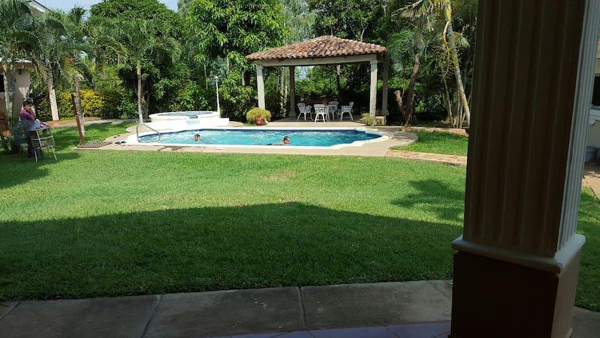 Spacious Granada Home with a POOL - Granada - Ev
