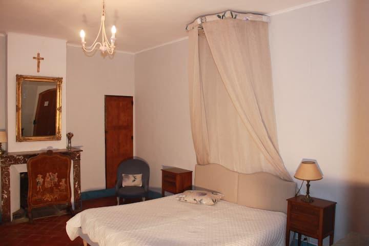 chambre d'hôtes / Grand mère/ domaine de Lamartine