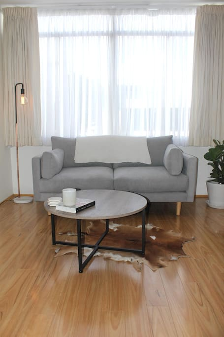 Clean & tidy living room perfect for relaxing in