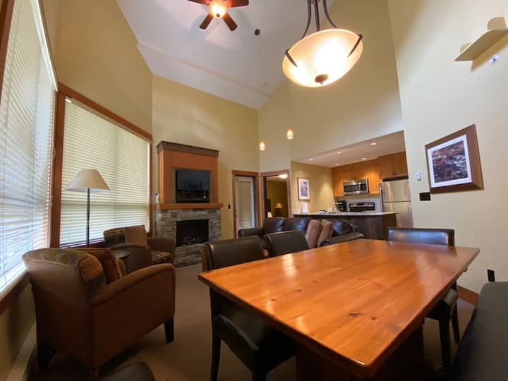 Top Floor 2 bedroom condo in Juniper Lodge