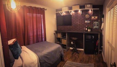 Cozy Private Room #4 in Beautiful Neighborhood