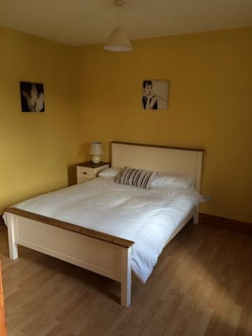 Modern apartment for couples,families,friends. - Enniscrone - Hospedaria