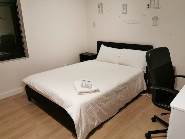 Double room, free pocket wifi for guest!