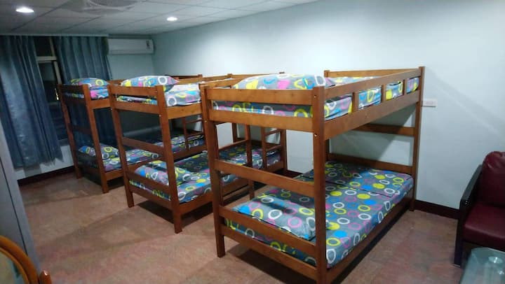 206 Shared room comfy dorm beds, up to 6 guests