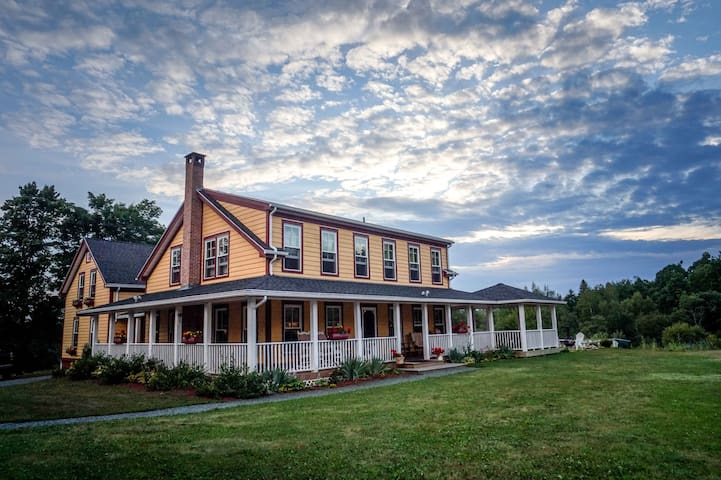2. All-Inclusive Countryside Retreat for two! - Newport - Szoba reggelivel