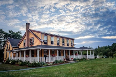 2. All-Inclusive Countryside Retreat for two! - Newport - Aamiaismajoitus