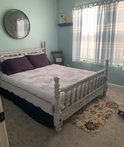 Private Room with Queen Size Bed
