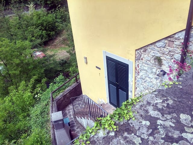 Casa Corsonna retreat by the stream (apartment) - Ponte di Catagnana - Leilighet