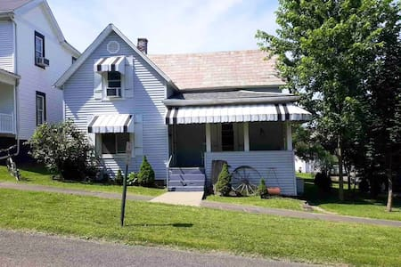 3 Bed Sleeps 6 for out of state workers  Caldwell