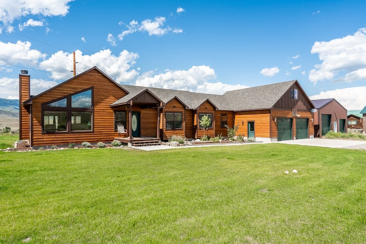 Yellowstone Trail - New Home Overlooking the Yellowstone River