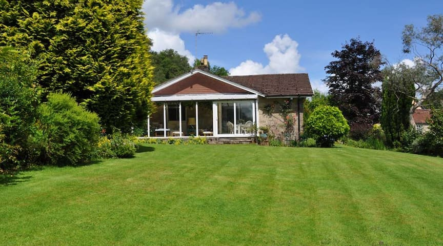 Enjoy a relaxing stay in beautiful rural surrounds - Gutch Common - Hus