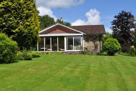 Enjoy a relaxing stay in beautiful rural surrounds - House