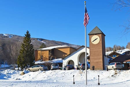 Okemo Mountain Lodge A108 Beautiful Ski In/Ski Out